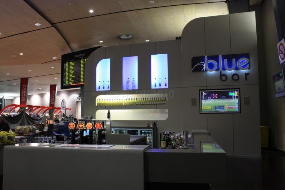 Blue bar, AKL Auckland Airport, fotoeins.com