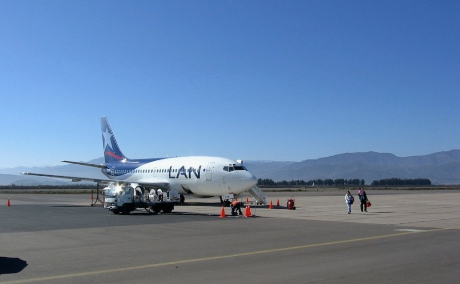 LAN plane on tarmac, LSC airport, fotoeins.com