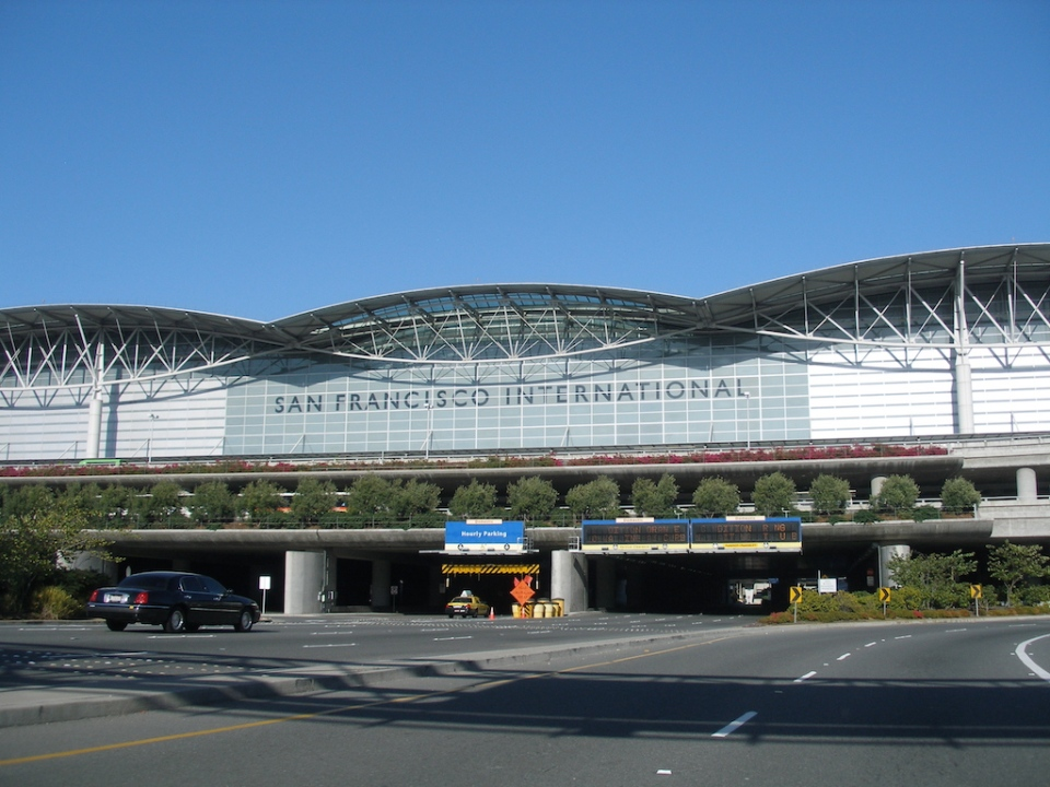 SFO International Terminal, Wikipedia by user Coolcaesar, CC3 license, fotoeins.com