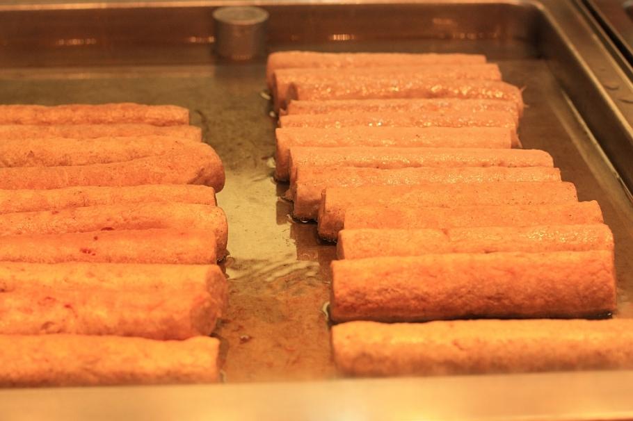 Bratwurst ohne Darm, Currywurst at Curry 61, Curry 61, Berlin Mitte, Germany, Hauptstadt, Deutschland, fotoeins.com