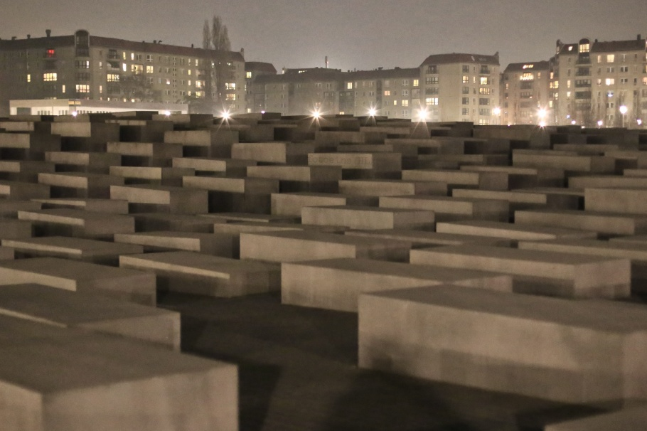 Field of stelae, Holocaust Memorial, Berlin, Germany, fotoeins.com