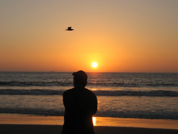 HL in silhouette, snapped by MB : sunset at Playa del Mar, La Serena, Chile - 2007 April 1.