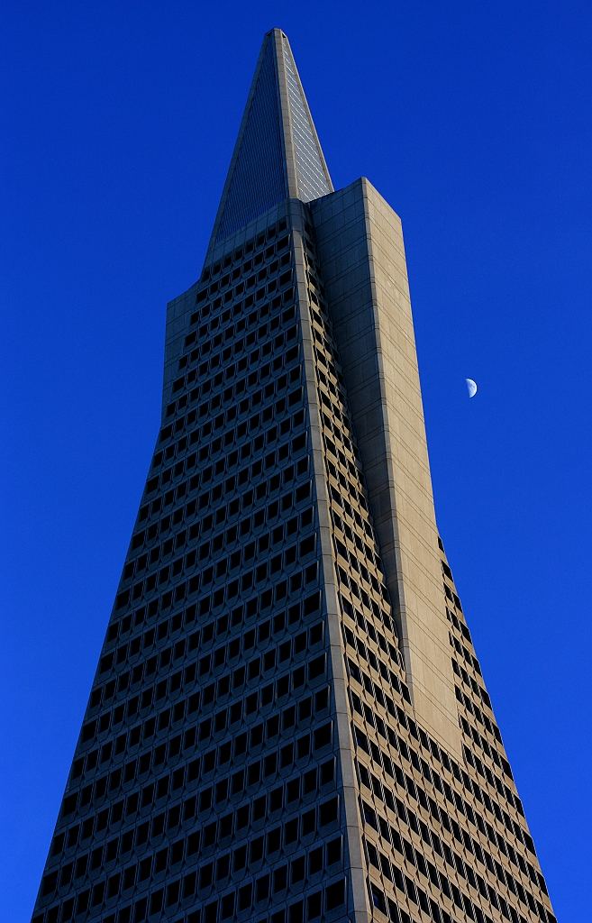 1st-quarter, moon, Transamerica Pyramid, Columbus, San Francisco