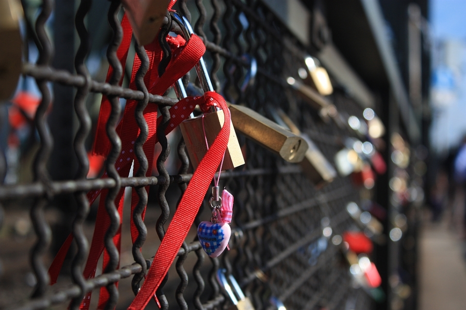Love locks, Hohenzollernbruecke, Cologne