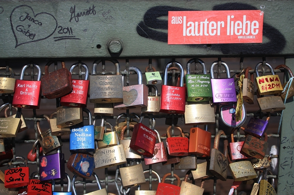 Love locks, Hohenzollernbruecke, Koeln, Germany