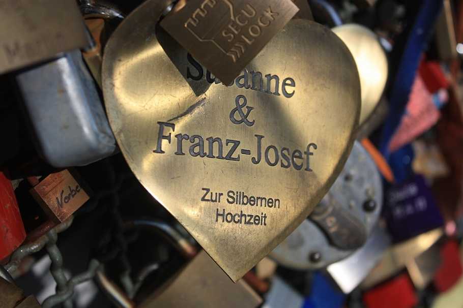 Love locks: Hohenzollern Bridge, Cologne, Germany