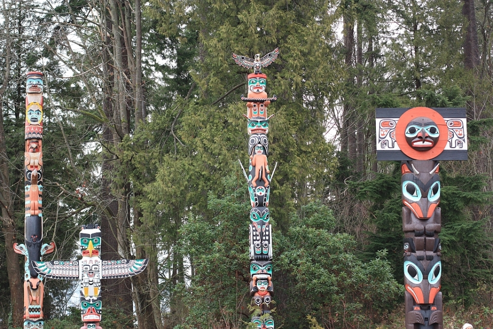 Totem poles at Brockton Point, Stanley Park, Vancouver, BC, Canada, fotoeins.com
