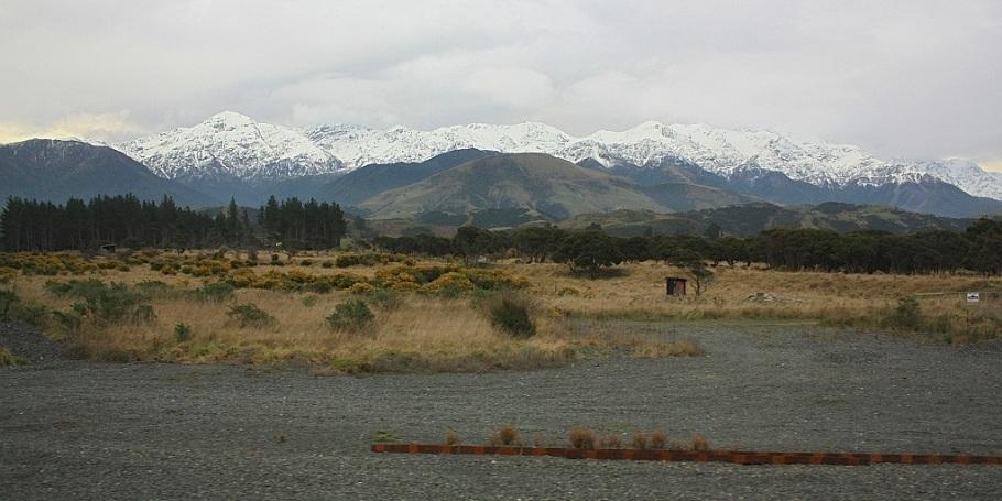 West to Kaikoura mountain ranges, on KiwiRail Coastal Pacific train, Picton to Christchurch, South Island, New Zealand, fotoeins.com