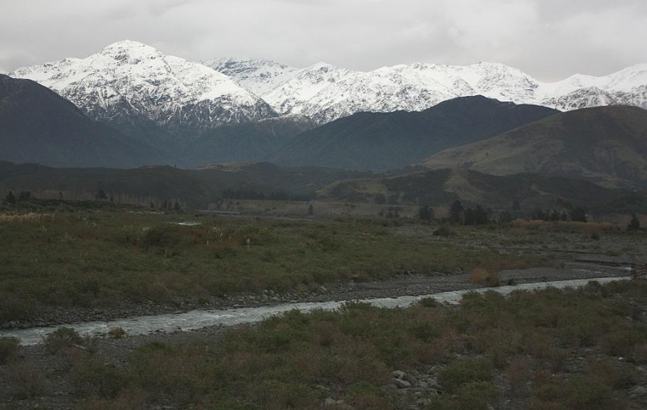Seaward Kaikoura mountain range, on KiwiRail Coastal Pacific train, Picton to Christchurch, South Island, New Zealand, fotoeins.com