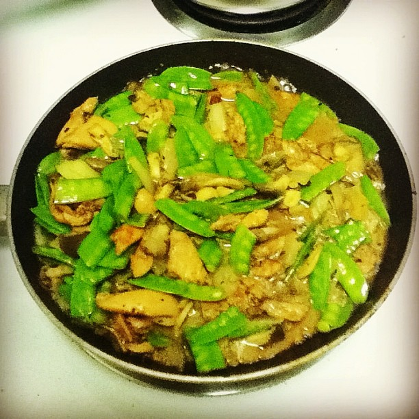 Chicken, mushrooms, snow peas in black bean garlic sauce