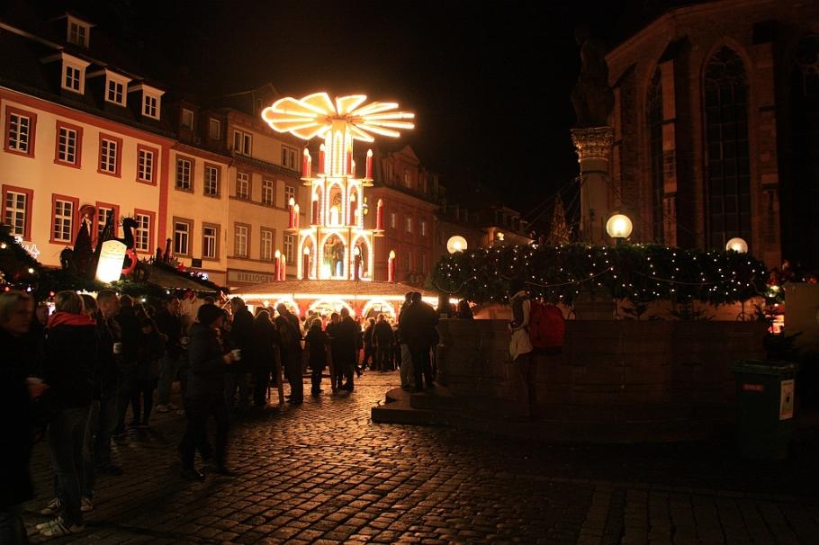 Christmas pyramid, Marktplatz, Heidelberg, Germany, fotoeins.com