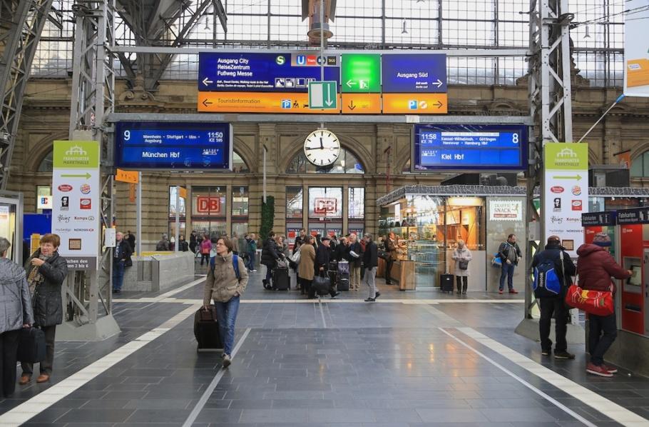 Zugzielanzeiger, Train destination signage, Frankfurt am Main Hauptbahnhof