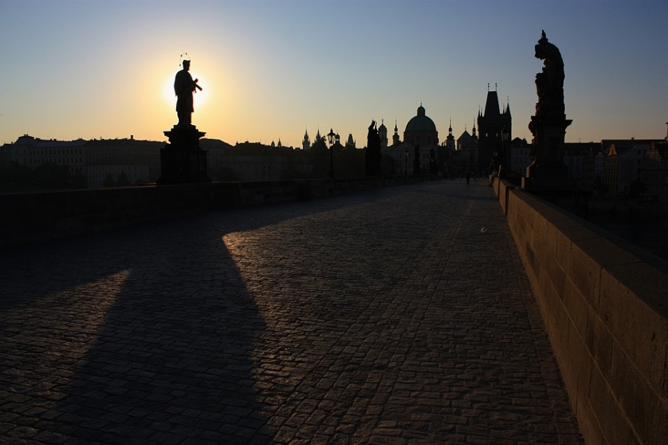 Karluv most, Charles Bridge, dawn, Prague, Czech Republic, UNESCO World Heritage Site, fotoeins.com