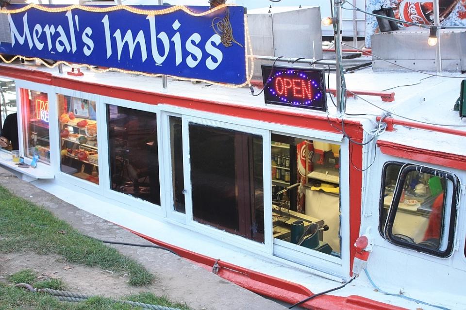 Meral's Imbiss, Mainufer, Frankfurt am Main, Germany, fotoeins.com