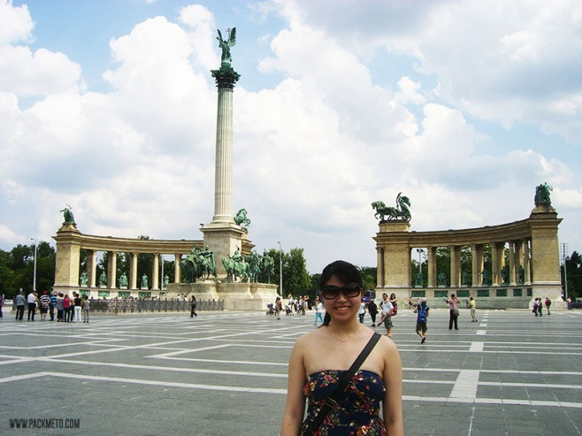 AW at Heroes Square in Budapest, packmeto.com