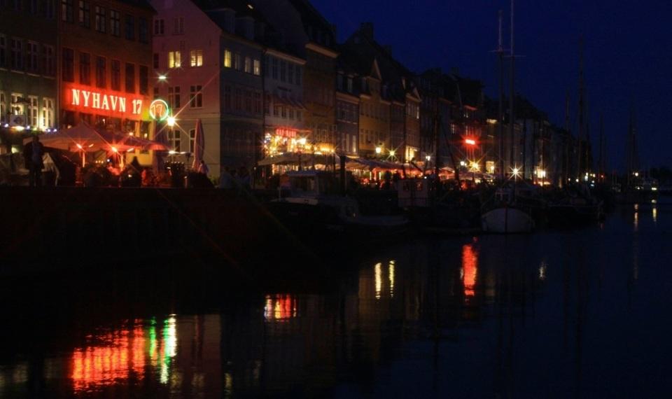 Nyhavn at night: København, Denmark, fotoeins.com