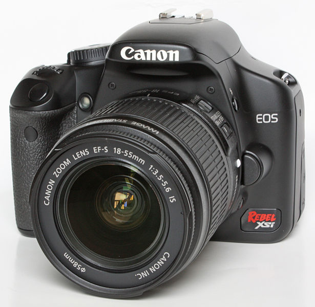 Canon EOS450D (XSi), by Dr.K on Wikimedia
