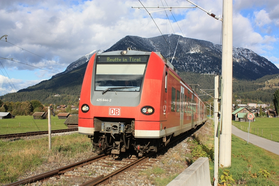 Ausserfernbahn DB train, to Reutte in Tirol, fotoeins.com