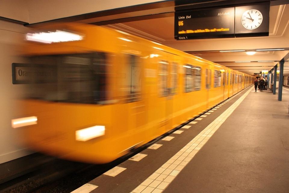 U6 train, Oranienburger Tor, Berlin, Germany, fotoeins.com