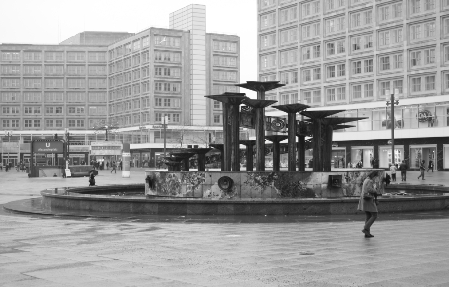 Brunnen der Völkerfreundschaft, Fountain of International Friendship, Alexanderplatz, Berlin, Germany, fotoeins.com