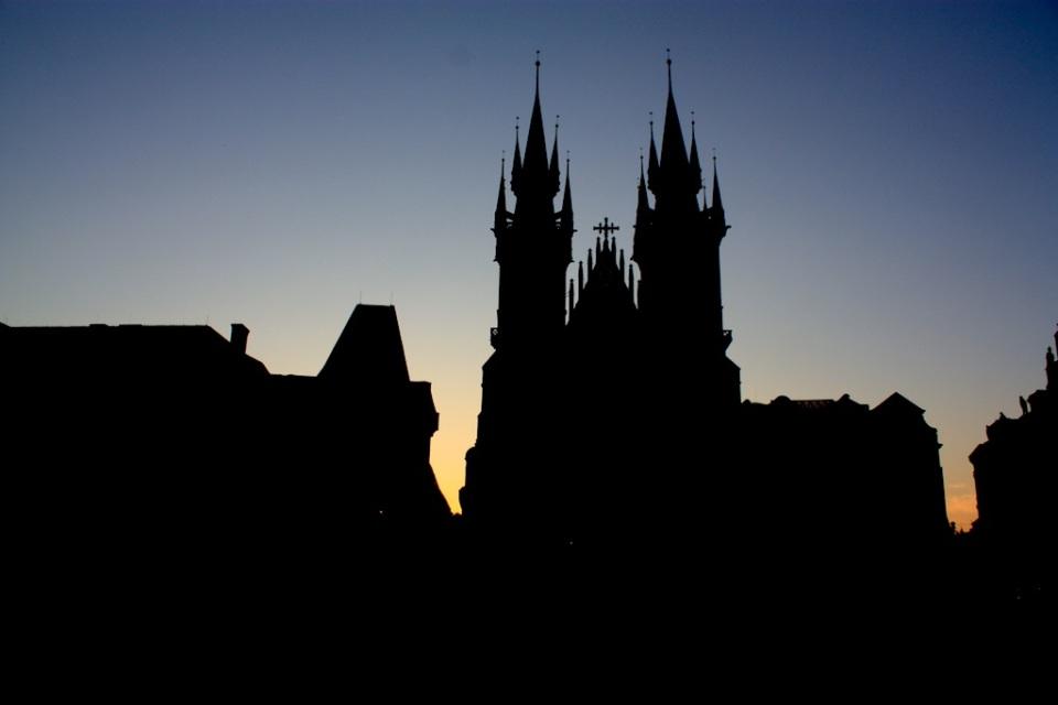 Church of Our Lady before Týn, Týnský chrám, Old Town Square, Staroměstské náměstí, dawn, Praha, Prague, Czech Republic - 28 July 2013, fotoeins.com