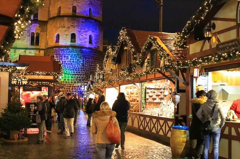 Nikolausdorf auf dem Rudolphplatz, Weihnachtsmarkt, Rudolphplatz, Köln, Germany, fotoeins.com