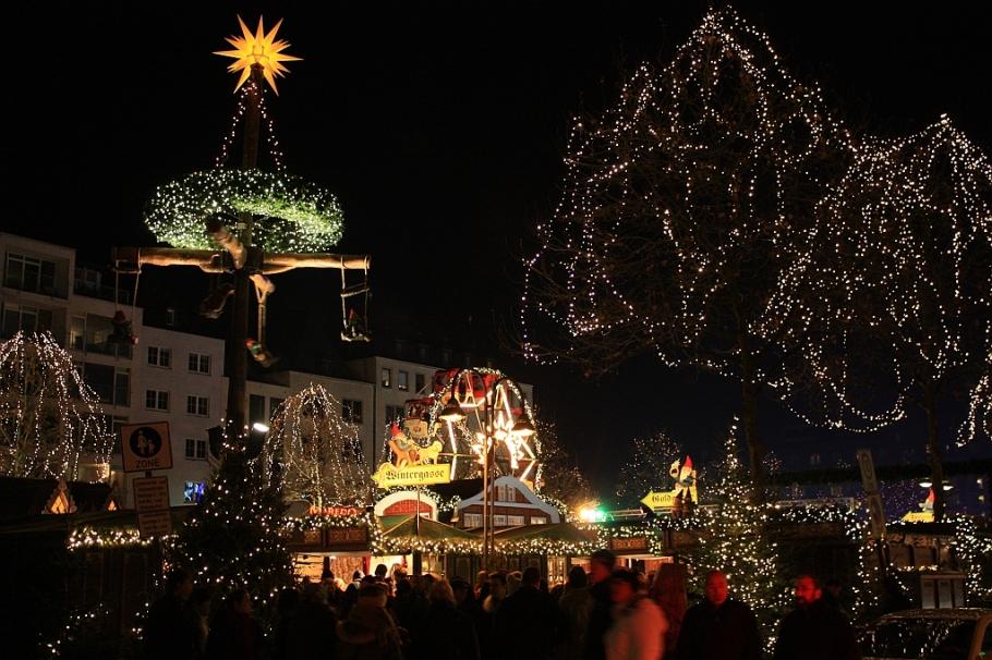 Heimat der Henzel, Weihnachtsmarkt Kölner Altstadt, Alter Markt, Köln, Germany, fotoeins.com