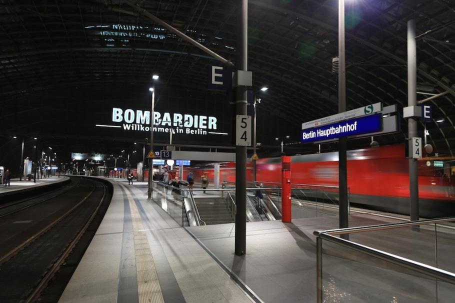 Deutsche Bahn, Regional Bahn, train station, Berlin Hauptbahnhof, Berlin, Germany, fotoeins.com