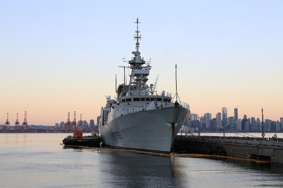 HMCS Calgary (FFH335),  Royal Canadian Navy, Halifax-class frigate, MARPAC, CFB Esquimalt, Canada Day 2015, fotoeins.com