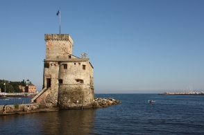 Antico Castello sul mare, Ligurian coast, Ligurian Riviera, Italian Riviera, Liguria, Ligurian Sea, Rapallo, Genova, Italy, fotoeins.com