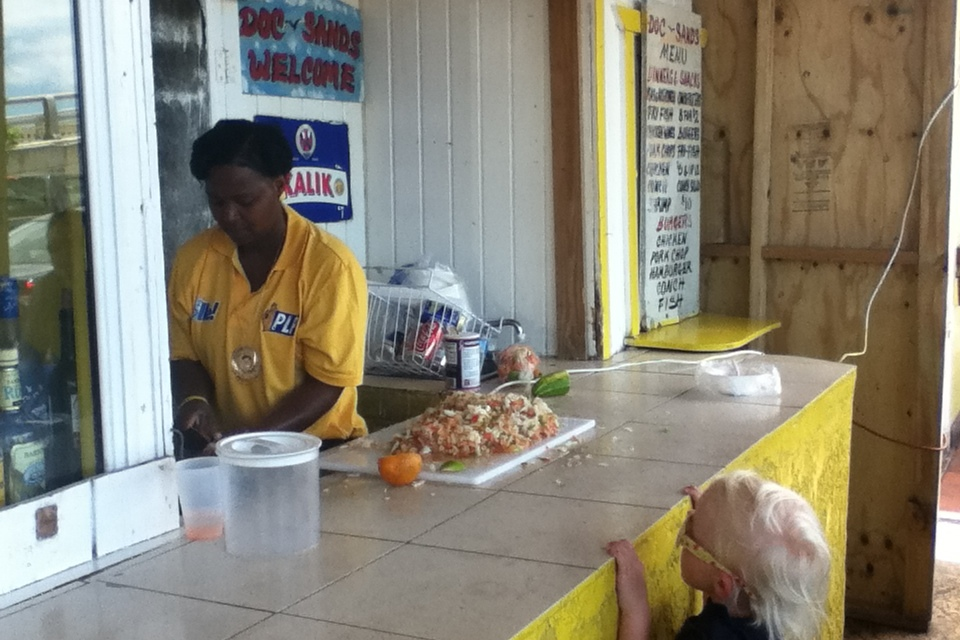 Watching Nicola make conch salad, Doc Sands, Potters Cay, Nassau, Bahamas, fotoeins.com