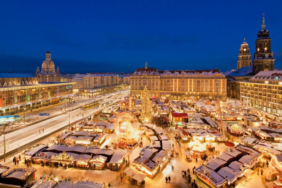 Striezelmarkt, Christmas market, photo by Sylvio Dittrich, for Tourismus Marketing Gesellschaft Sachsen