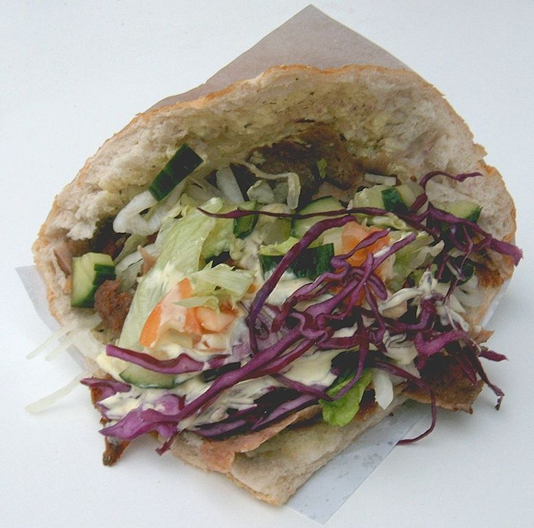 Döner kebap, photo by Sarazyn, Wikimedia, Creative Commons, CC3.0