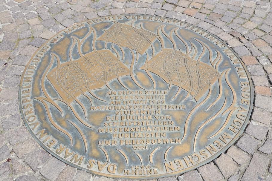 Gedenkplatte Bücherverbrennung, Römerberg, Frankfurt am Main, Germany, fotoeins.com