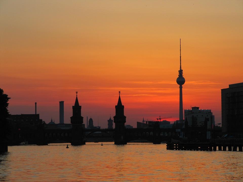 berlin-oberbaum-pixabay