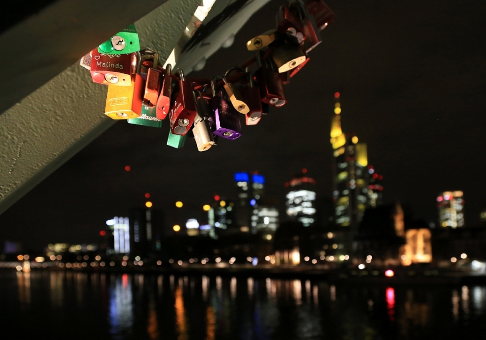 Love locks, Eiserner Steg, Iron Footbridge, Main river, Frankfurt am Main, Germany, fotoeins.com