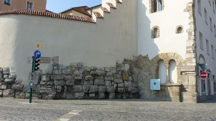Northeast corner of old Roman fort, Regensburg, photo by Bernd Gross, CC3 license