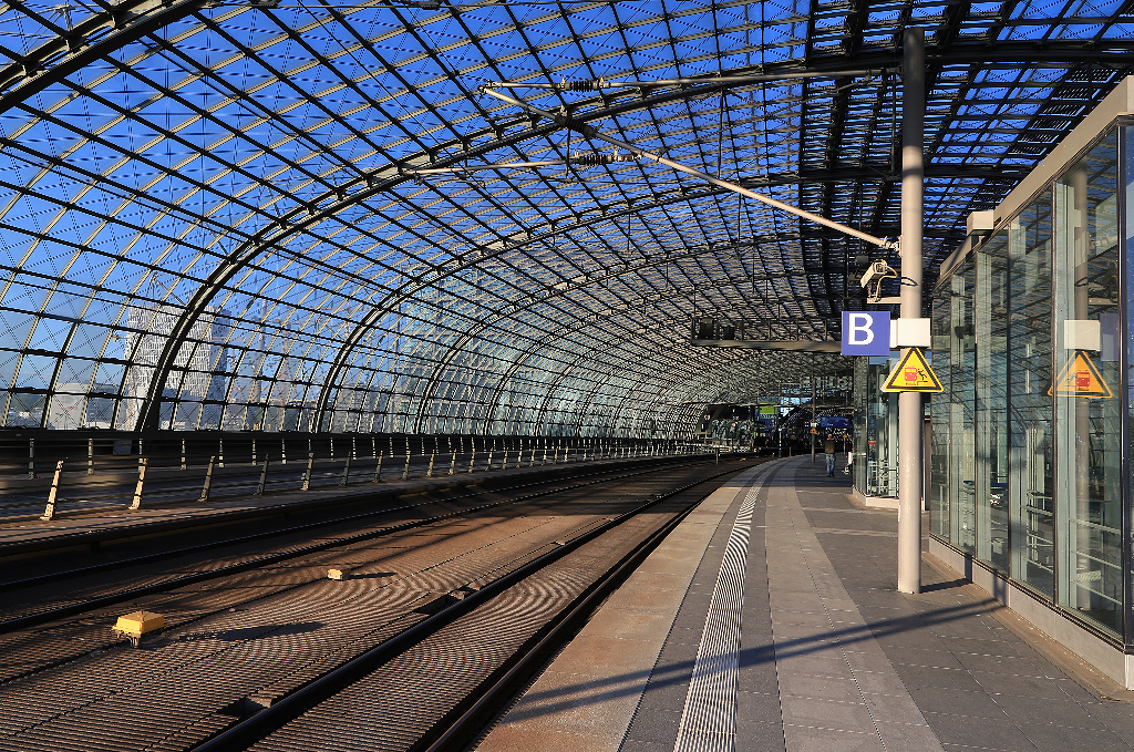 fotoeins friday track 14b berlin hauptbahnhof. Black Bedroom Furniture Sets. Home Design Ideas