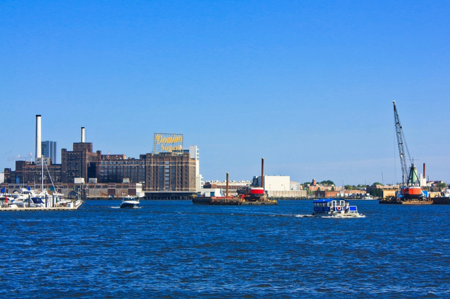 Patapsco River, Inner Harbor, Seven Foot Knoll Lighthouse, Domino Sugar, Baltimore, Maryland, USA, fotoeins.com