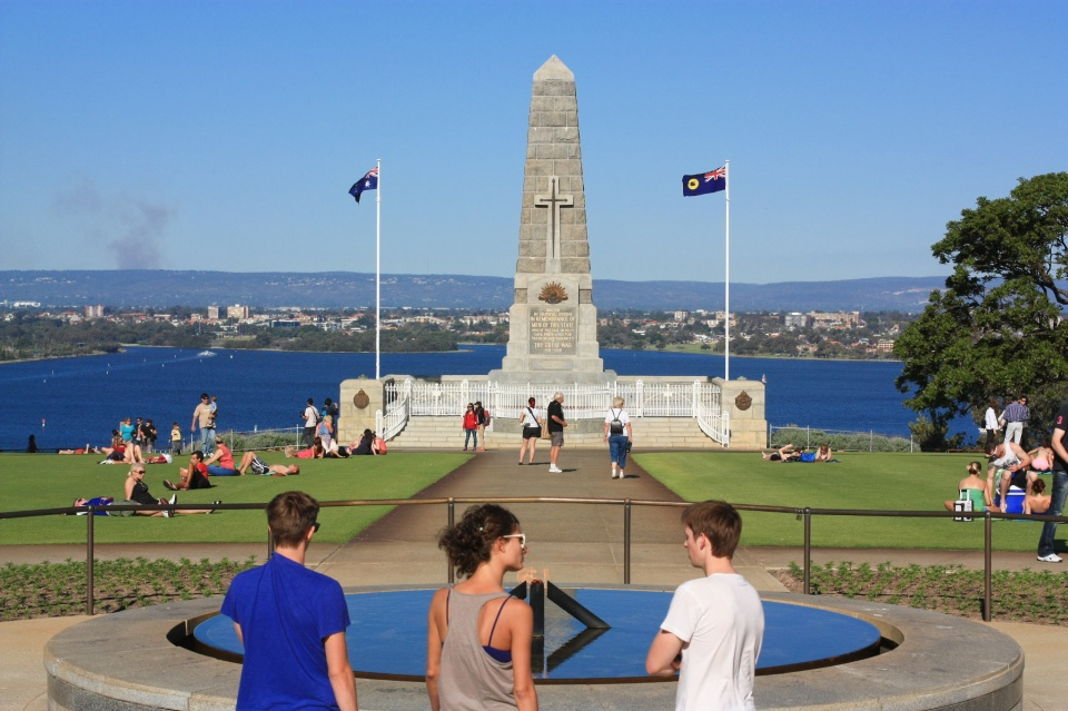 Remembrance Flame, State War Memorial, Kings Park and Botanic Garden, Swan River, Perth, Western Australia, Australia, myRTW, fotoeins.com