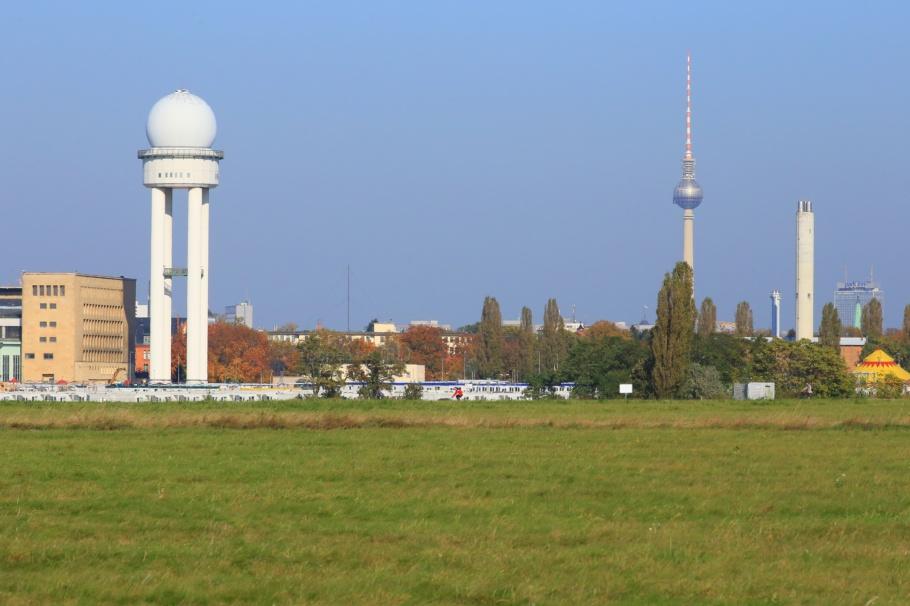 Tempelhofer Feld, Tempelhof, Fernsehturm, ThatTowerAgain, Berlin, Germany, fotoeins.com