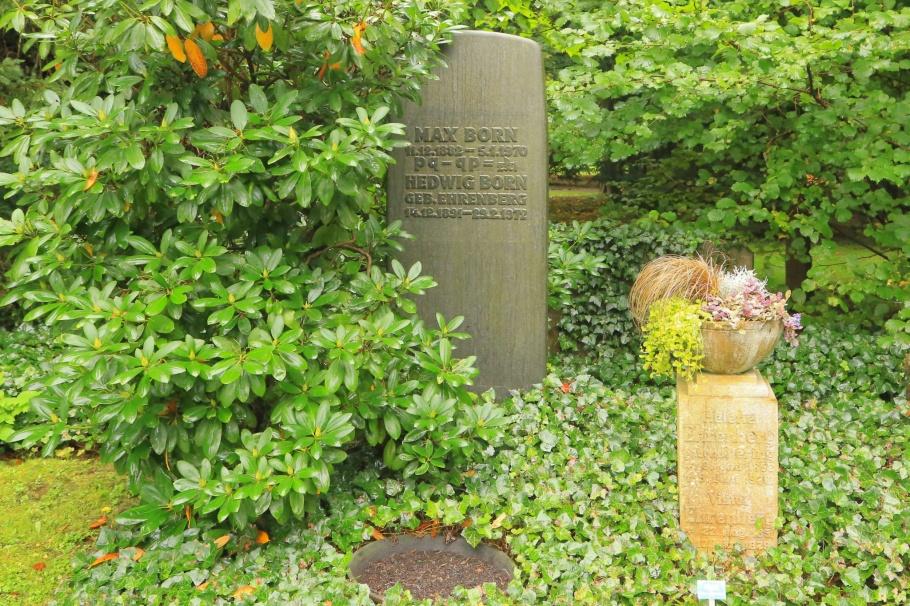 Max Born, Nobel Prize, Stadtfriedhof, Göttingen, Niedersachsen, Lower Saxony, Germany, Deutschland, fotoeins.com