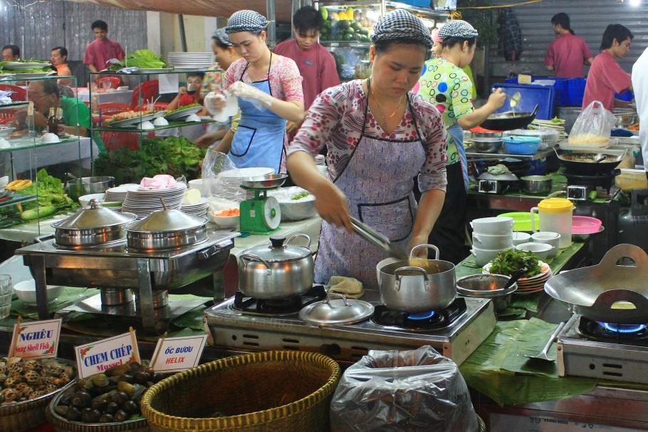 Ben Thanh Night Market, Ho Chi Minh City, Saigon, Vietnam, fotoeins.com