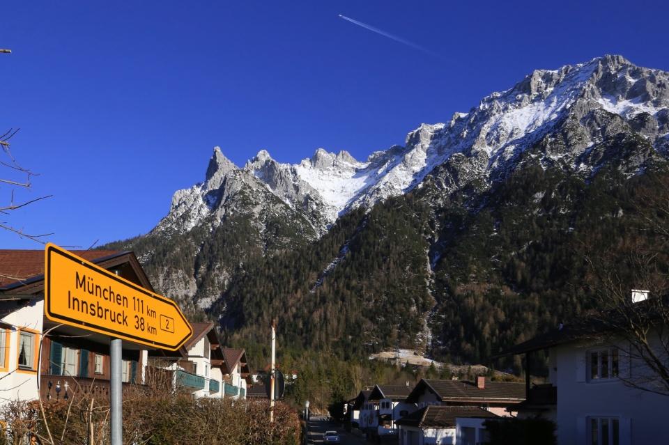 Bundesstrasse 2, B2, Mittenwald, Karwendel, Bergwelt Karwendel, Bayern, Bavaria, Oberbayern, Upper Bavaria, Germany, fotoeins.com
