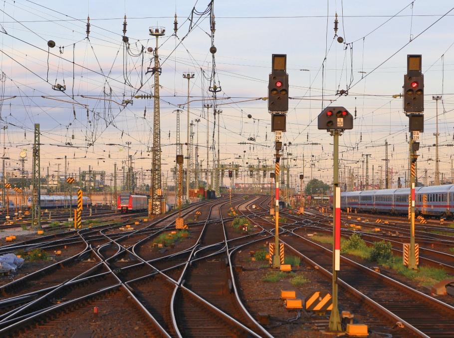 F Hbf, FFM, Frankfurt am Main Hauptbahnhof, Frankfurt am Main, Germany, fotoeins.com