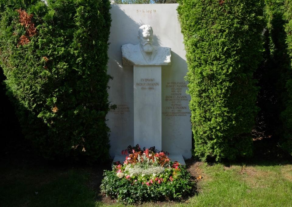 Ludwig Boltzmann, Wiener Zentralfriedhof, Vienna Central Cemetery, Vienna, Wien, Austria, fotoeins.com