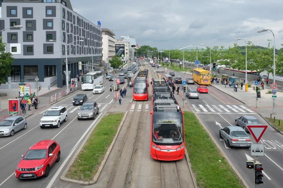 Near Most SNP, Rázusovo nábrežie, Dopravný podnik Bratislava, Bratislava, Slovaka, fotoeins.com