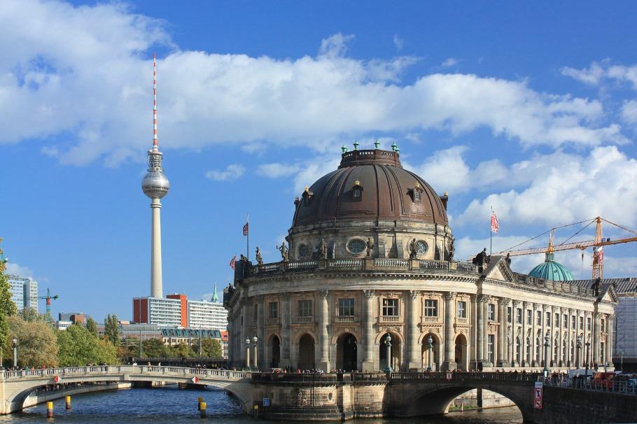 Ebertbrücke, Spree, Bode Museum, Museumsinsel, Fernsehturm, ThatTowerAgain, Berlin, Germany, fotoeins.com