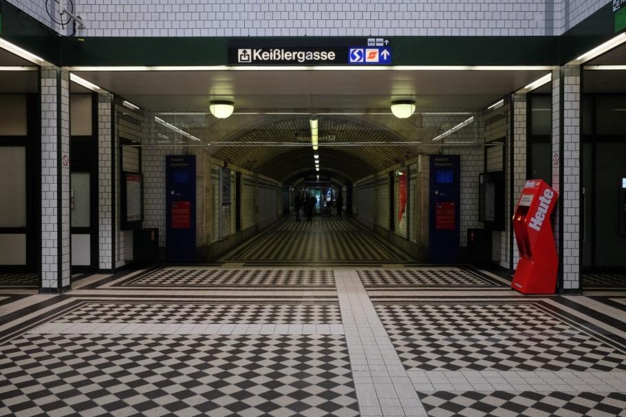 U4-Endstation Huetteldorf, Huetteldorf, Huetteldorf-Hacking, Wiener Stadtbahn, Wiener Linien, Otto Wagner, Wiener Moderne, Vienna Modernism, Vienna, Wien, Oesterreich, Austria, fotoeins.com