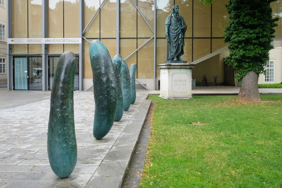Erwin Wurm, Gurken, Walk of Modern Art, street art, Furtwänglerpark,  Friedrich Schiller, Salzburg, Austria, Oesterreich, fotoeins.com
